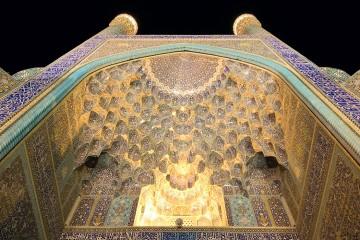 мечеть-имама-ночью